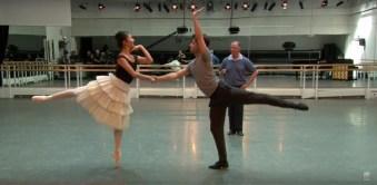 Yuhui Choe e Alexander Campbell ensaiam Two Pigeons