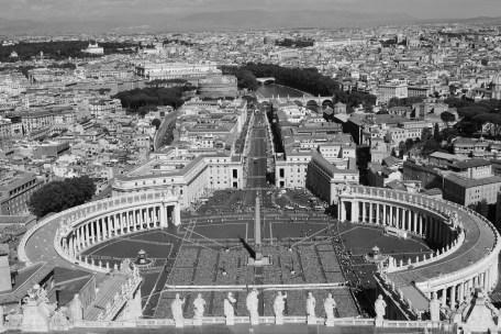 Vista do Vaticano, do alto da cúpula da Basílica   Crédito: Verônica Batista