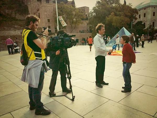 Canal Sur entrevistando a Charo Alises, presidenta de Ojalá. Foto de Ruth de Frutos.