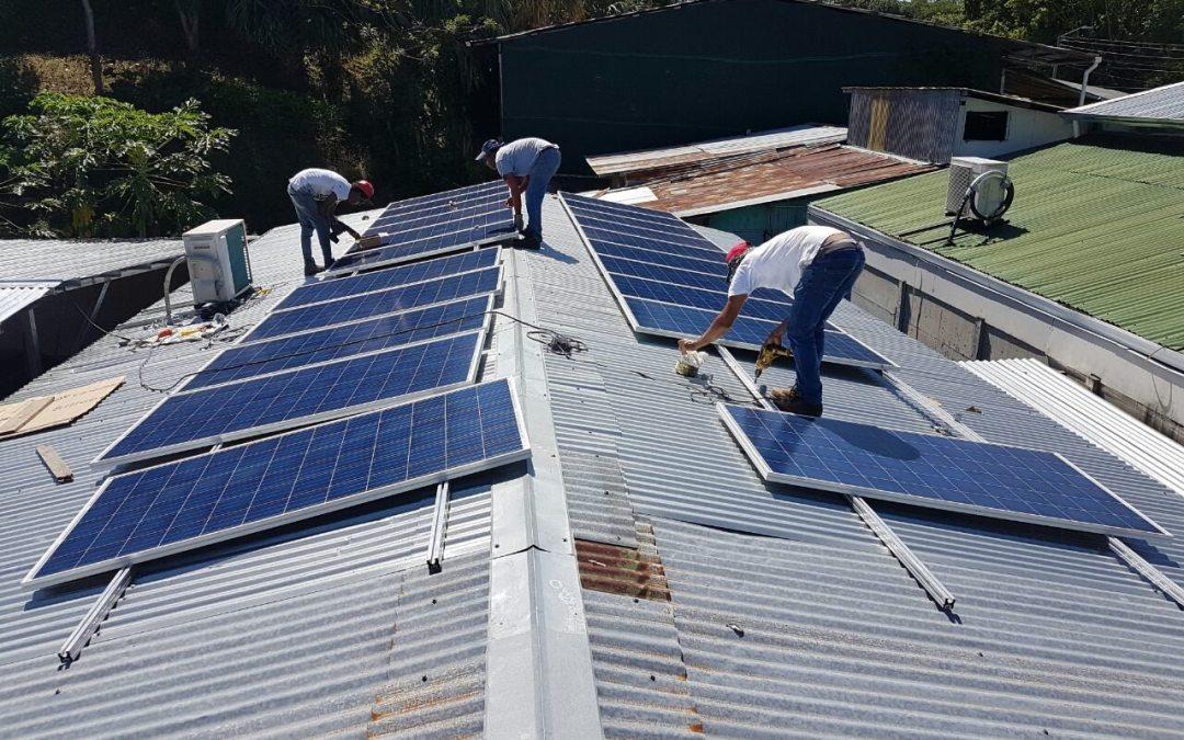 Con centenares de casas y comercios, la energía solar amanece en Costa Rica