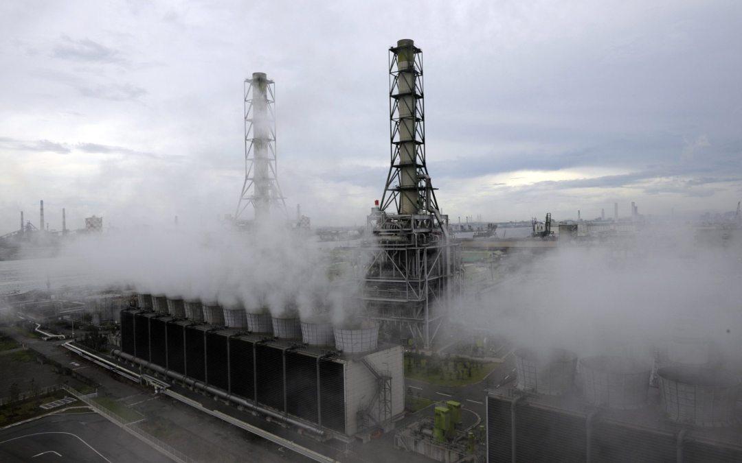 Países ricos inviertieron cuatro veces más en combustibles fósiles que en energías limpias