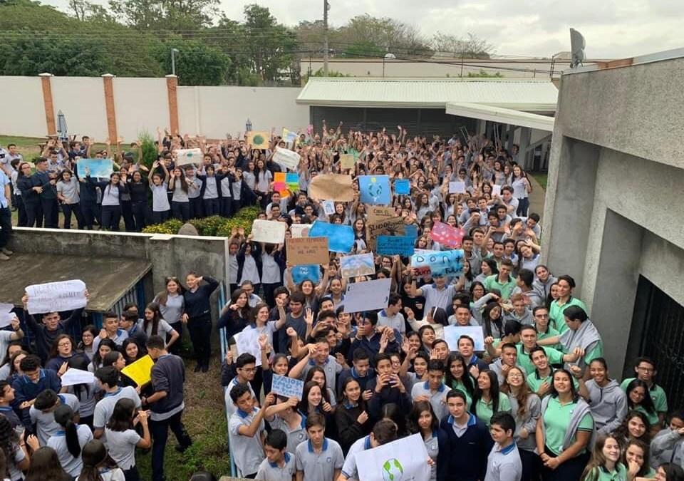 Jóvenes ticos se unen a protestas mundiales por el clima