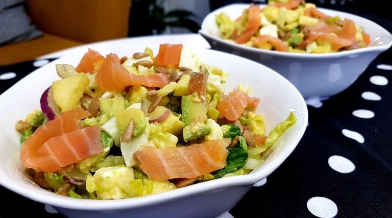 Ensalada de salmón y manzana para CENAS LIGERAS