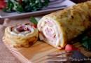 Rollo de tortilla de patatas relleno de jamón y queso