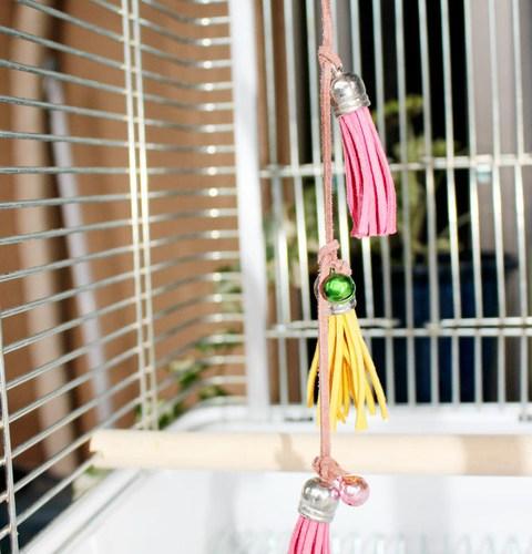 小鳥のおもちゃ Part2  〜レザータッセル〜