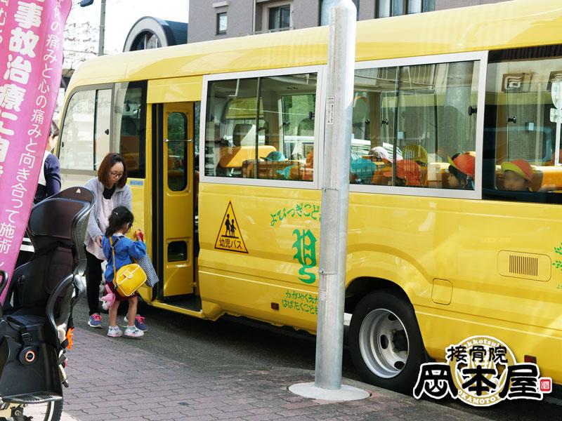 今日からバスで登園です