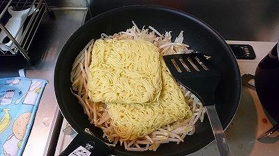 麺を鍋に投入