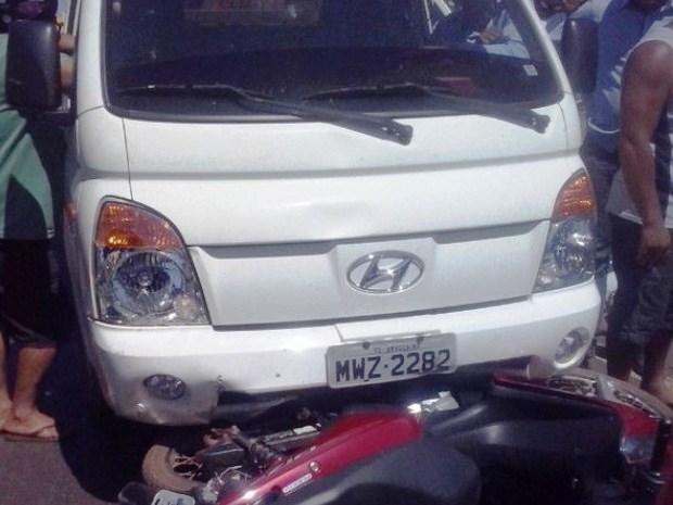 Acidente aconteceu na BR-153 em Araguaína (Foto: Wilbiane Trindade/Surgiu)