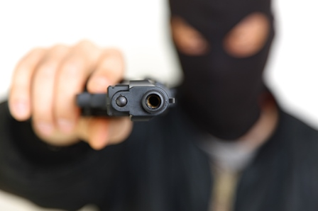 Resultado de imagem para dois homens armados