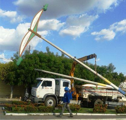 Retirada dos postes   Foto enviada por leitor do OKariri
