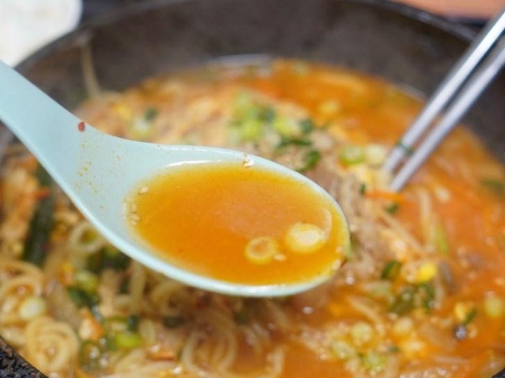 【びびん亭】ユッケジャン辛麺のスープ