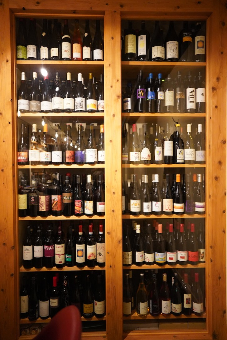【ナチュラルワイン食堂okuto】ワイン棚