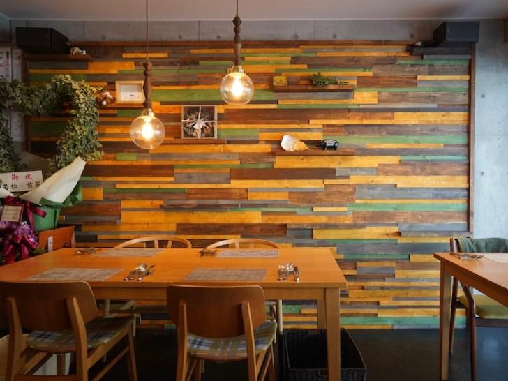 【Osteria la Ricetta】壁際のテーブル席