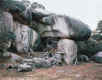 鬼の差し上げ岩