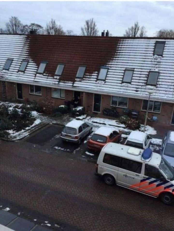 Полицейские внимательно изучали эту крышу… И не смогли понять, что же это, пока не оказались на чердаке…