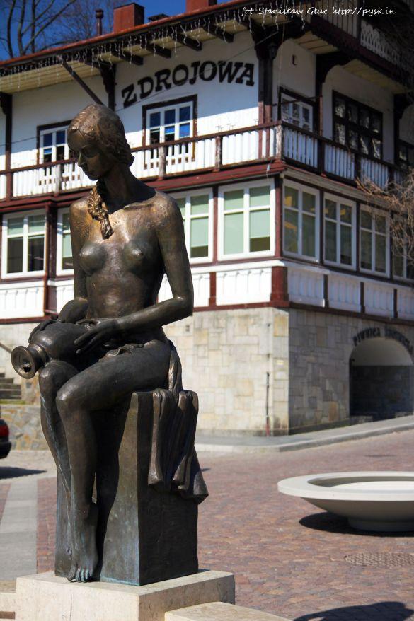 Rzeźba przy fontannie plac Dietla