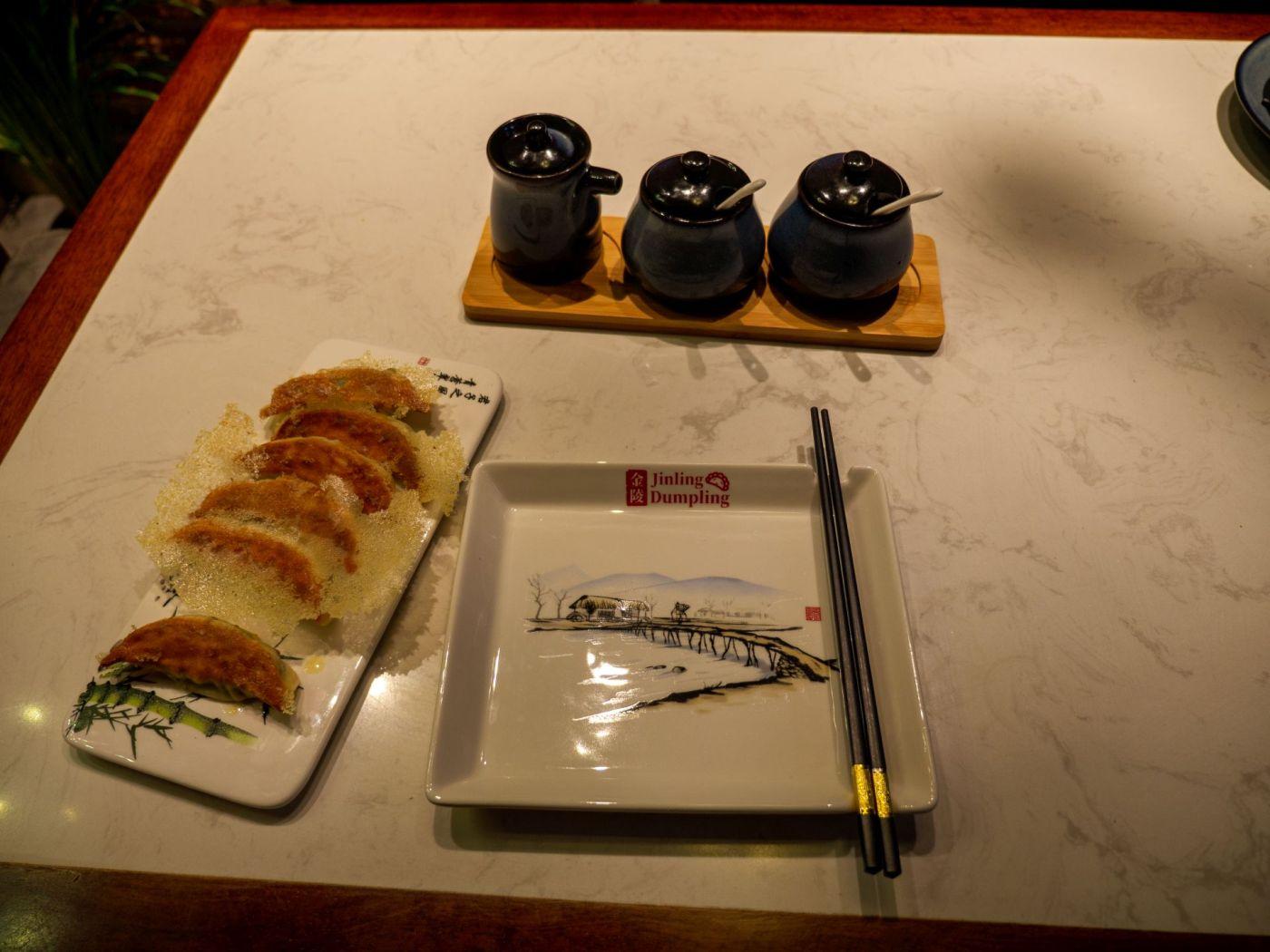 Jinlang Dumpling - Smażone pierożki z chińską kiszoną kapustą sitowatą i makaronem z batatów