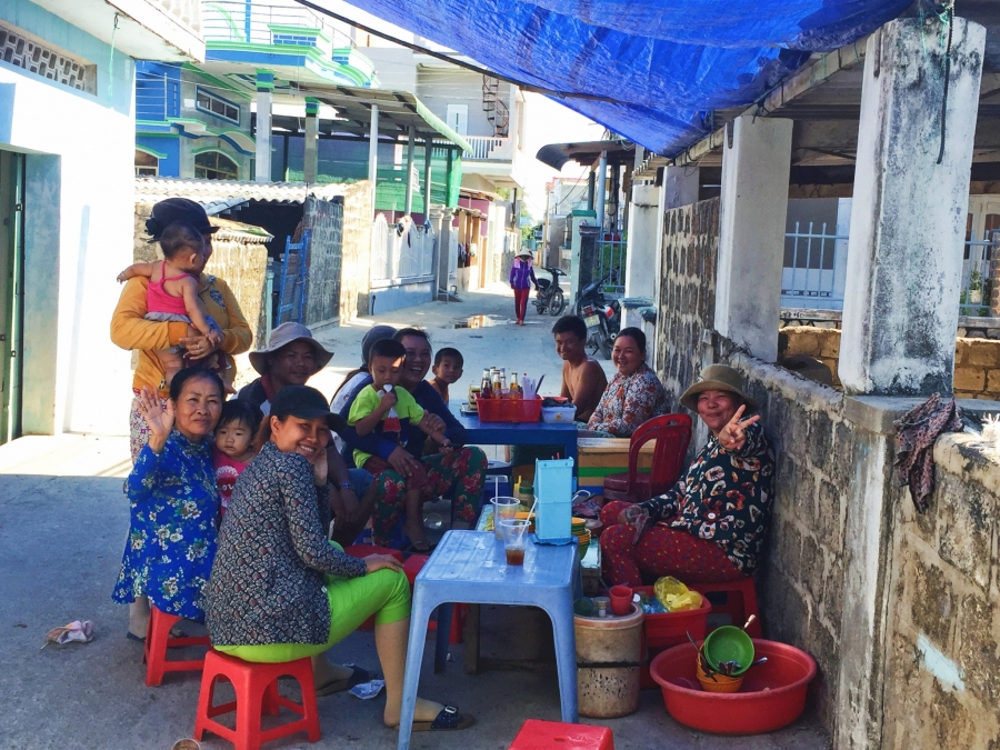 Hanging with the locals in Ca Na, street food, shade, paradise, lunch