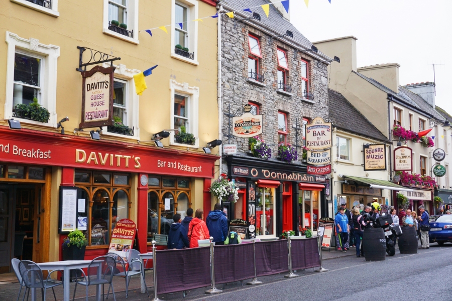 Kenmare Main drag full of tourist shops, tradidional pubs and the gateway to the RIng of Kerry.