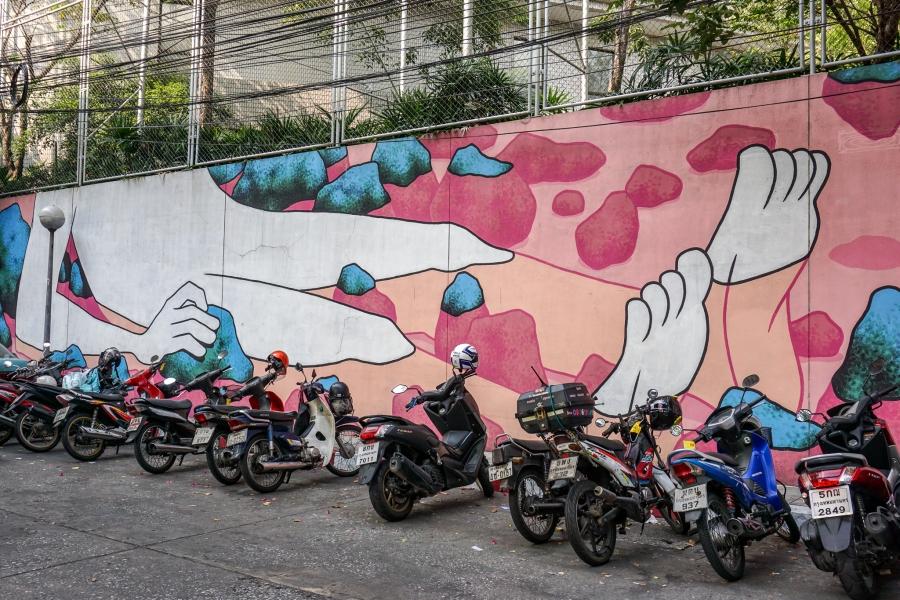 Daan Botlek mural at Saphan Taksin Station
