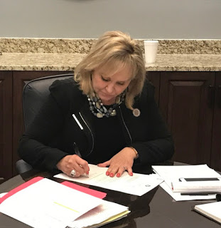 MuskogeePolitico: Fallin Vetoes Most of Revised Budget Bill, plans Second Special Session