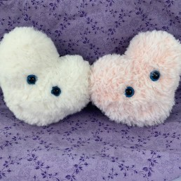 Easy Amigurumi Heart - Free Crochet Pattern - OkieGirlBling'n'Things | 258x258