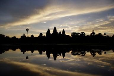 wschód słońca nad świątynią Angkor Wat