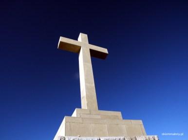 krzyż na wzgórzu Srd