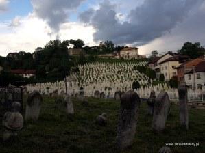 Sarajewo, muzułamński cmentarz i widok na Żółty Fort