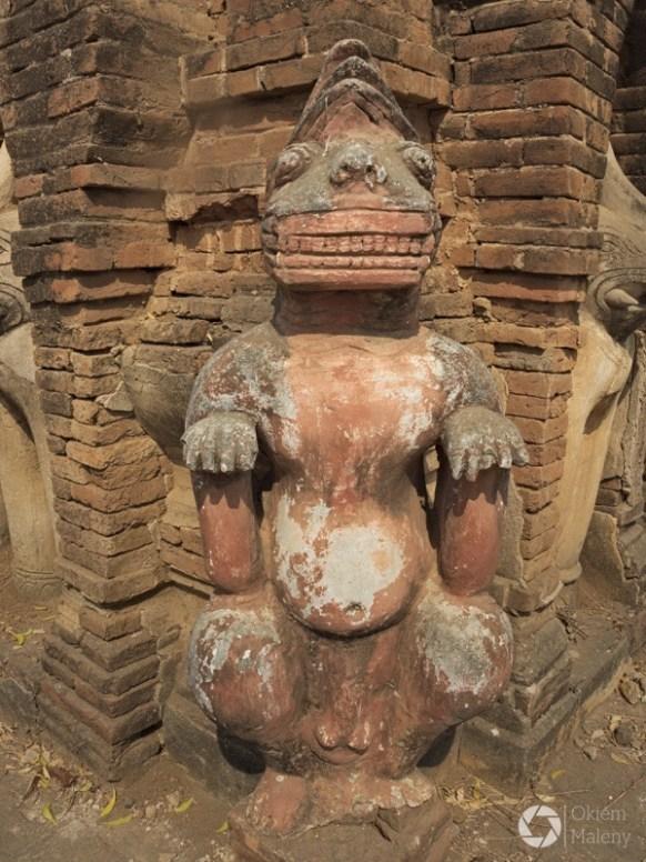 zdobienie jednej z pagód w Bagan