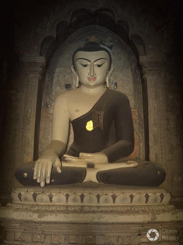 wnętrze jednej ze świątyń w Bagan