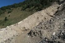 potężne osuwisko, spotkana geolożka otrzegała, że nie są jeszcze ustabilizowane i nalezy zachować dużą ostrożność