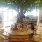 未来屋書店の木