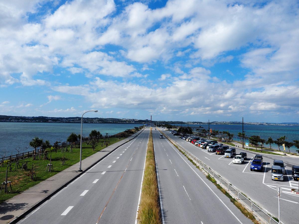 うるま市の人気観光地「海中道路」