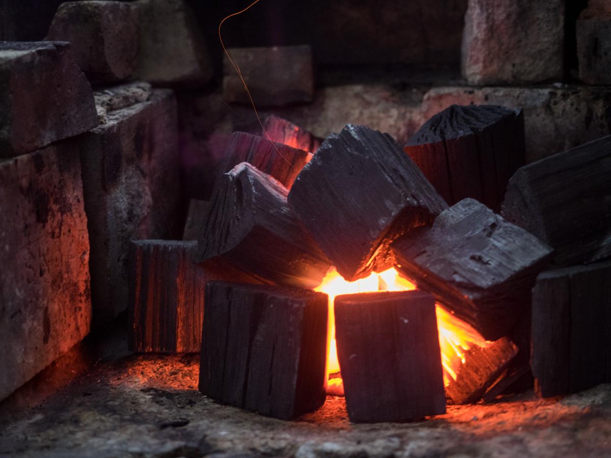 炭に火がついた