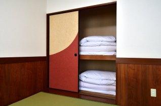 和洋室A ( ツインベッド+6畳 ):押し入れ