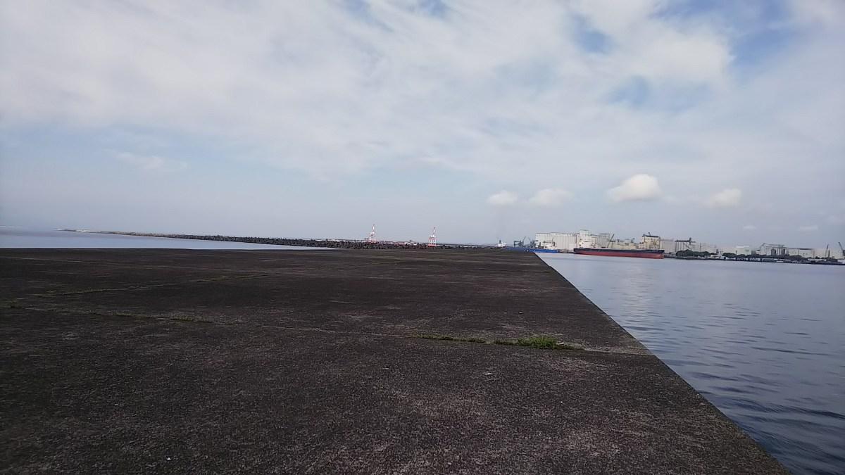 今日も沖堤防2番は一人です