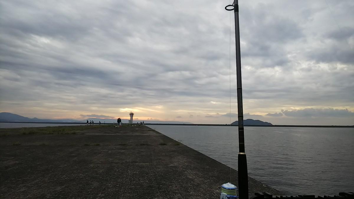 しおかぜ公園奥(通称、白灯台)で太刀魚調査