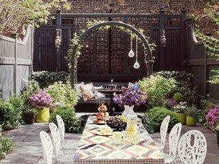 Ideas for Stunning Urban Gardens on Small Urban Patio Ideas id=47376