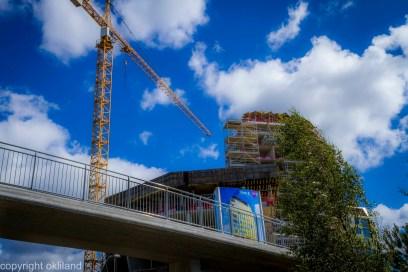 bilde av tre tårn fremdeles under bygging