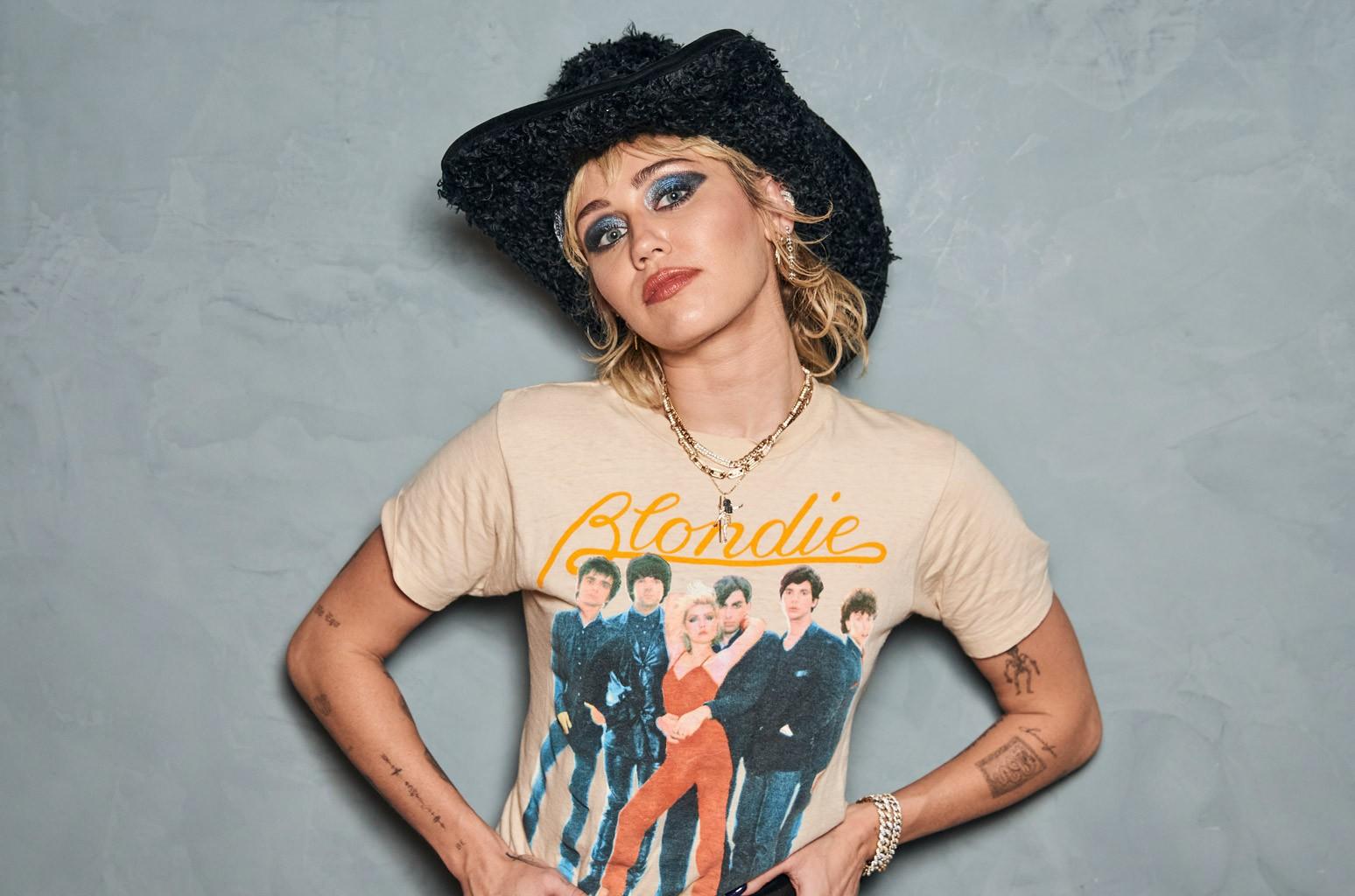 Disco de Miley Cyrus tira AC/DC do topo da Billboard