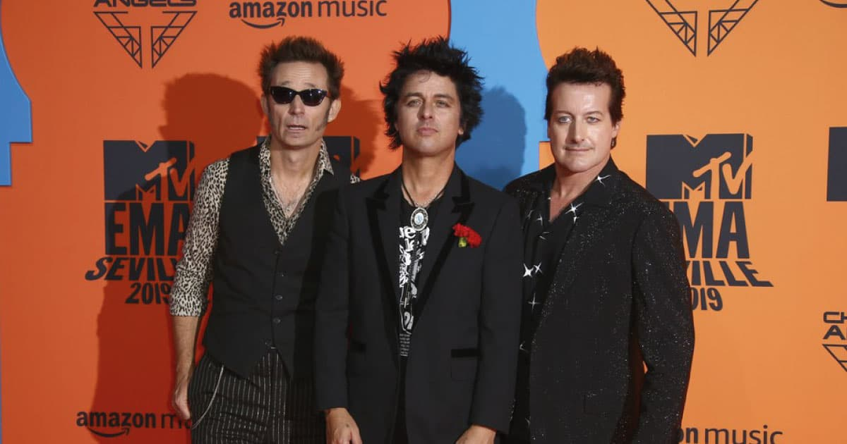 """Green Day lança a inédita """"Here Comes The Shock"""""""