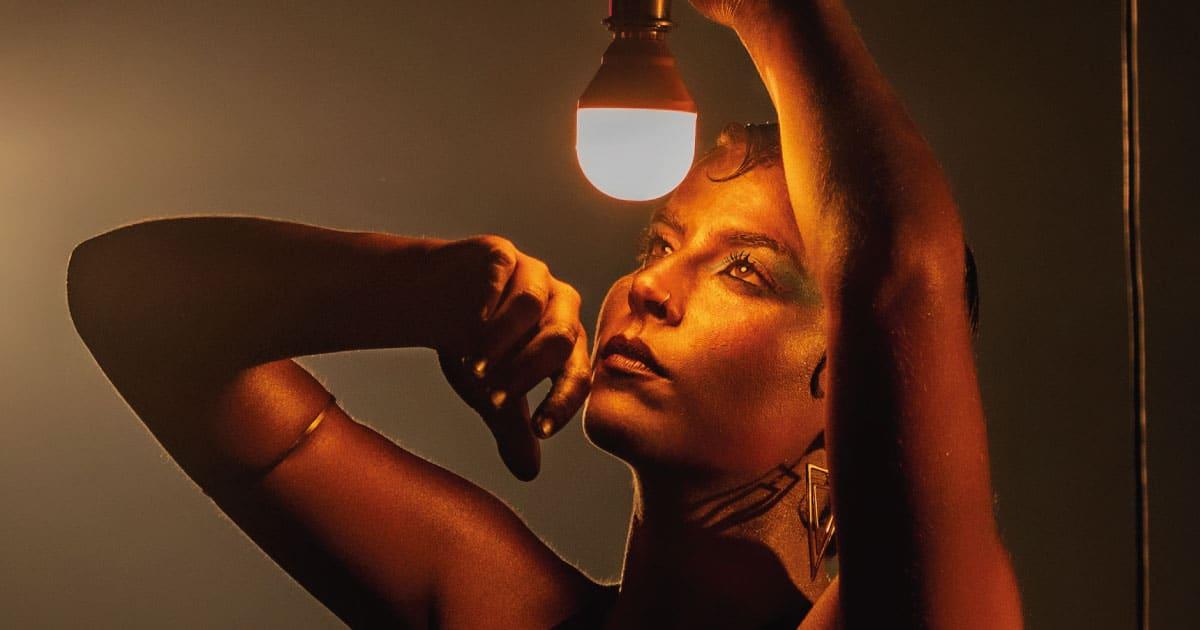 Cantora e compositora Serena faz mistura eficiente de rock, blues, pop e MPB