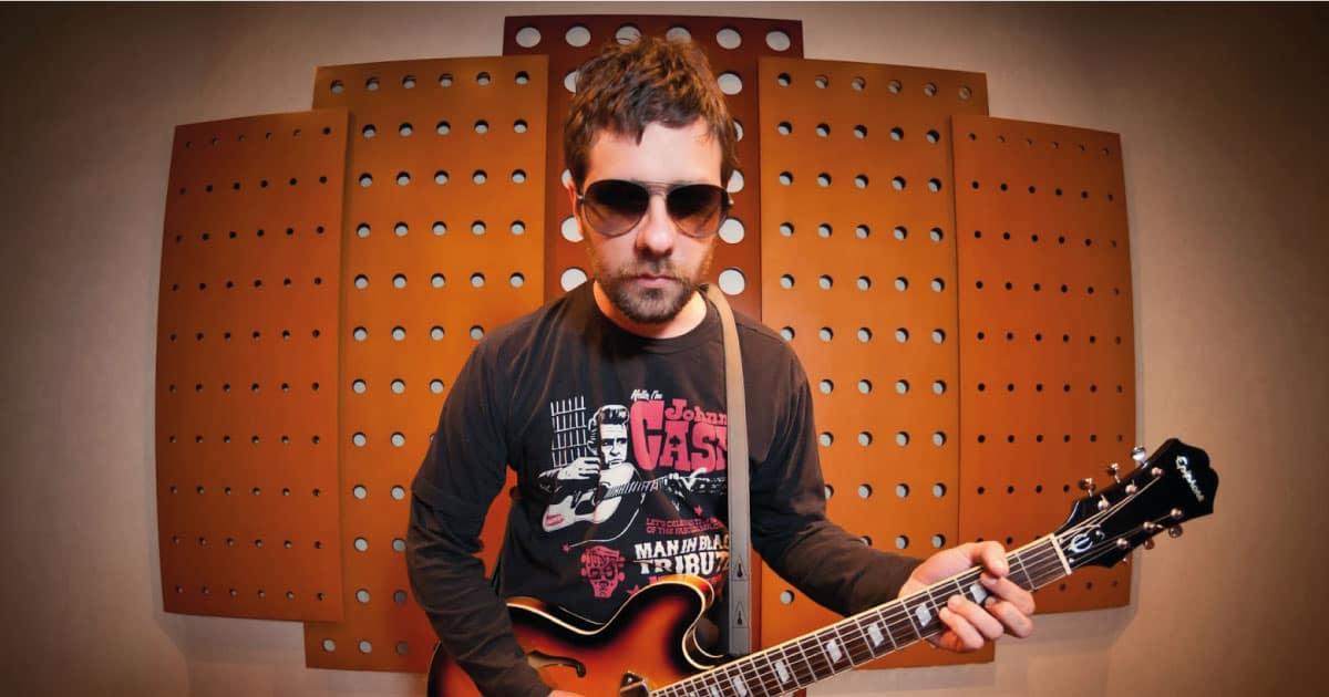 Hugo Mariutti, do Shaman, prepara novo álbum solo