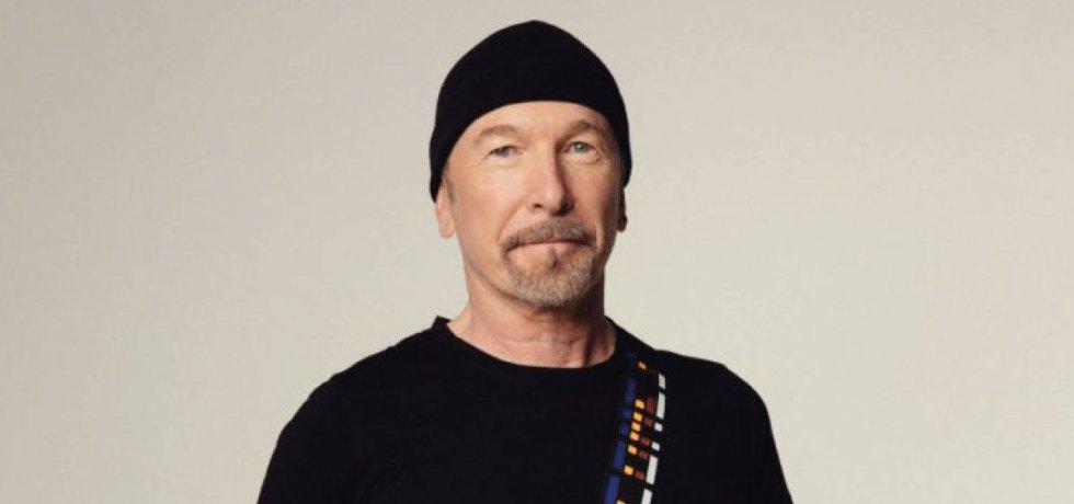 The Edge, guitarrista do U2, lança alça de guitarra em apoio a mulheres refugiadas
