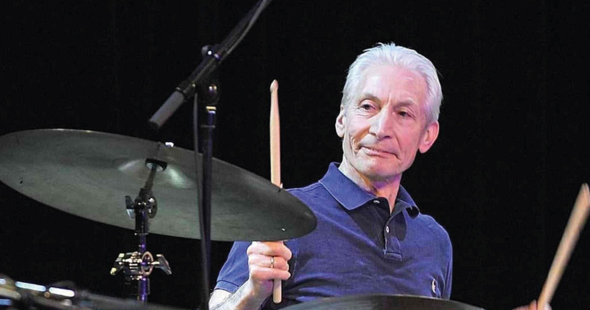 Charlie Watts, baterista dos Rolling Stones, morre aos 80 anos de idade