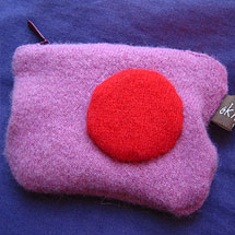 Börs gjord av filtade ylletröjor