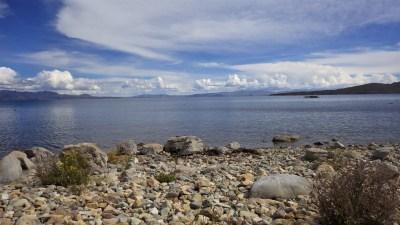 Plaža na otoku Isla del Sol - jezero je bilo hladno, ali smo se svejedno hrabro ubacili u njega.