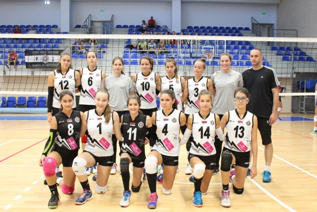 Pionirke ŽOK Partizan sa trenerom
