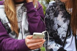 Listening to music with friend